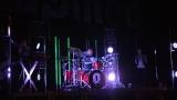 Rockové melodické písničky i smutnější balady si zazpívali fanoušci v Písku s kapelou Desmod (27 / 44)