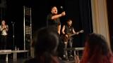 Rockové melodické písničky i smutnější balady si zazpívali fanoušci v Písku s kapelou Desmod (28 / 44)