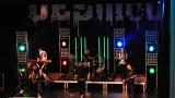 Rockové melodické písničky i smutnější balady si zazpívali fanoušci v Písku s kapelou Desmod (31 / 44)