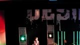 Rockové melodické písničky i smutnější balady si zazpívali fanoušci v Písku s kapelou Desmod (32 / 44)