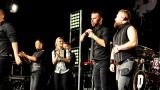 Rockové melodické písničky i smutnější balady si zazpívali fanoušci v Písku s kapelou Desmod (39 / 44)