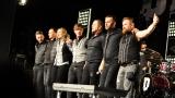 Rockové melodické písničky i smutnější balady si zazpívali fanoušci v Písku s kapelou Desmod (41 / 44)