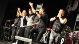 Rockové melodické písničky i smutnější balady si zazpívali fanoušci v Písku s kapelou Desmod (43 / 44)