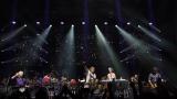 Smokie a DANUBIA ORCHESTRA ÓBUDA se loučili na pódiu se slzami v očích. (11 / 96)