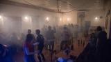 Mlha ze scény občas zahalila celý parket (60 / 88)