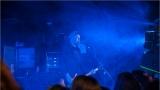Klub zahalen do dýmu a mraky nadšených fanynek: Tak vypadal čtvrteční koncert kapely Mandrage v pražském Rock Café (4 / 69)