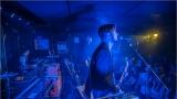 Klub zahalen do dýmu a mraky nadšených fanynek: Tak vypadal čtvrteční koncert kapely Mandrage v pražském Rock Café (5 / 69)