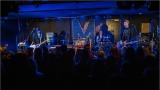 Klub zahalen do dýmu a mraky nadšených fanynek: Tak vypadal čtvrteční koncert kapely Mandrage v pražském Rock Café (8 / 69)