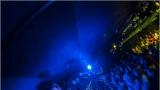 Klub zahalen do dýmu a mraky nadšených fanynek: Tak vypadal čtvrteční koncert kapely Mandrage v pražském Rock Café (17 / 69)