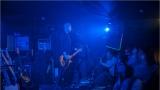 Klub zahalen do dýmu a mraky nadšených fanynek: Tak vypadal čtvrteční koncert kapely Mandrage v pražském Rock Café (21 / 69)