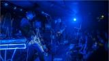 Klub zahalen do dýmu a mraky nadšených fanynek: Tak vypadal čtvrteční koncert kapely Mandrage v pražském Rock Café (24 / 69)