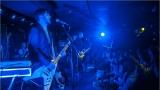 Klub zahalen do dýmu a mraky nadšených fanynek: Tak vypadal čtvrteční koncert kapely Mandrage v pražském Rock Café (26 / 69)