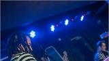 Klub zahalen do dýmu a mraky nadšených fanynek: Tak vypadal čtvrteční koncert kapely Mandrage v pražském Rock Café (36 / 69)