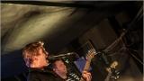 Klub zahalen do dýmu a mraky nadšených fanynek: Tak vypadal čtvrteční koncert kapely Mandrage v pražském Rock Café (38 / 69)