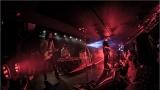 Klub zahalen do dýmu a mraky nadšených fanynek: Tak vypadal čtvrteční koncert kapely Mandrage v pražském Rock Café (44 / 69)