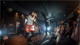 Klub zahalen do dýmu a mraky nadšených fanynek: Tak vypadal čtvrteční koncert kapely Mandrage v pražském Rock Café (45 / 69)