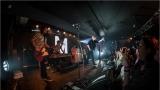 Klub zahalen do dýmu a mraky nadšených fanynek: Tak vypadal čtvrteční koncert kapely Mandrage v pražském Rock Café (46 / 69)