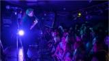 Klub zahalen do dýmu a mraky nadšených fanynek: Tak vypadal čtvrteční koncert kapely Mandrage v pražském Rock Café (50 / 69)