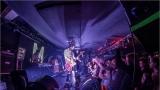 Klub zahalen do dýmu a mraky nadšených fanynek: Tak vypadal čtvrteční koncert kapely Mandrage v pražském Rock Café (61 / 69)