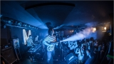 Klub zahalen do dýmu a mraky nadšených fanynek: Tak vypadal čtvrteční koncert kapely Mandrage v pražském Rock Café (66 / 69)
