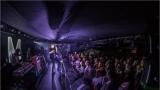Klub zahalen do dýmu a mraky nadšených fanynek: Tak vypadal čtvrteční koncert kapely Mandrage v pražském Rock Café (67 / 69)