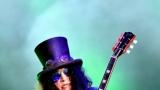 Topfest vypukl, fenomenální kytarista Slash se zpěvákem Mylesem Kennedym  a doprovodnou kapelou The Conspirators si podmanil areál! Neváhejte a doražte si užít druhý den tohoto výjimečného festivalu! (3 / 20)