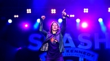Topfest vypukl, fenomenální kytarista Slash se zpěvákem Mylesem Kennedym  a doprovodnou kapelou The Conspirators si podmanil areál! Neváhejte a doražte si užít druhý den tohoto výjimečného festivalu! (1 / 8)