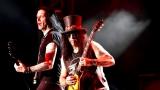 Topfest vypukl, fenomenální kytarista Slash se zpěvákem Mylesem Kennedym  a doprovodnou kapelou The Conspirators si podmanil areál! Neváhejte a doražte si užít druhý den tohoto výjimečného festivalu! (6 / 20)