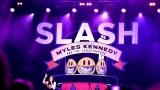 Topfest vypukl, fenomenální kytarista Slash se zpěvákem Mylesem Kennedym  a doprovodnou kapelou The Conspirators si podmanil areál! Neváhejte a doražte si užít druhý den tohoto výjimečného festivalu! (4 / 8)