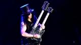 Topfest vypukl, fenomenální kytarista Slash se zpěvákem Mylesem Kennedym  a doprovodnou kapelou The Conspirators si podmanil areál! Neváhejte a doražte si užít druhý den tohoto výjimečného festivalu! (12 / 20)