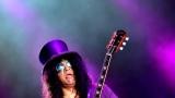 Topfest vypukl, fenomenální kytarista Slash se zpěvákem Mylesem Kennedym  a doprovodnou kapelou The Conspirators si podmanil areál! Neváhejte a doražte si užít druhý den tohoto výjimečného festivalu! (13 / 20)