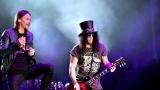 Topfest vypukl, fenomenální kytarista Slash se zpěvákem Mylesem Kennedym  a doprovodnou kapelou The Conspirators si podmanil areál! Neváhejte a doražte si užít druhý den tohoto výjimečného festivalu! (15 / 20)