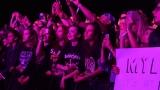 Topfest vypukl, fenomenální kytarista Slash se zpěvákem Mylesem Kennedym  a doprovodnou kapelou The Conspirators si podmanil areál! Neváhejte a doražte si užít druhý den tohoto výjimečného festivalu! (20 / 20)