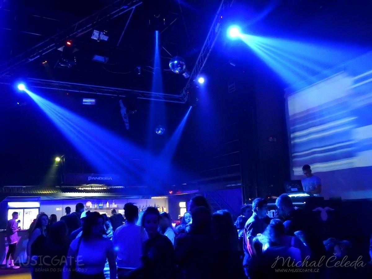 Páteční večer nám odstartoval DJ Martin Tejml …