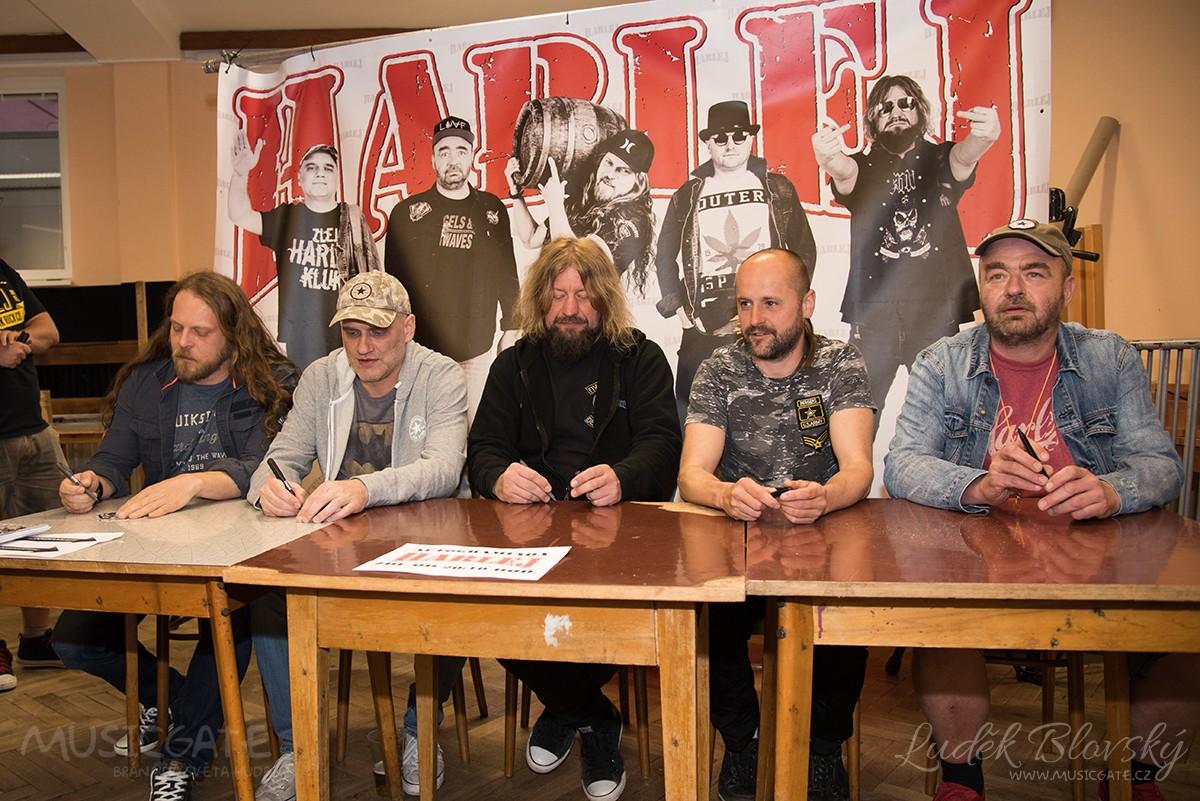Autogramiáda kapely Harlej