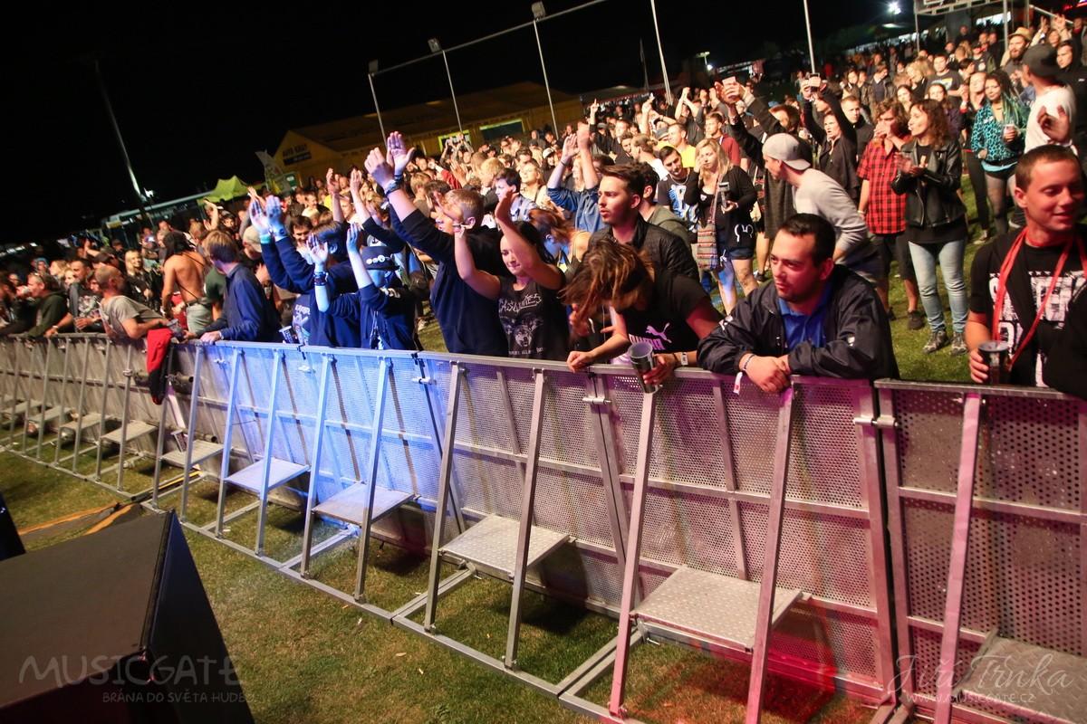 Páteční (druhý) den festivalu byl téměř ve …