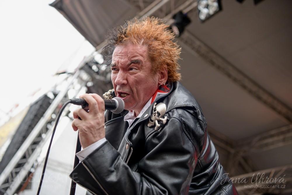 Následovala punková legenda Plexis, a jejich …