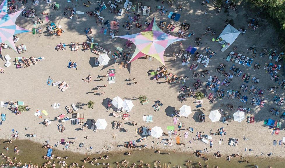 Sport, jóga i pláž.  Koncerty a …
