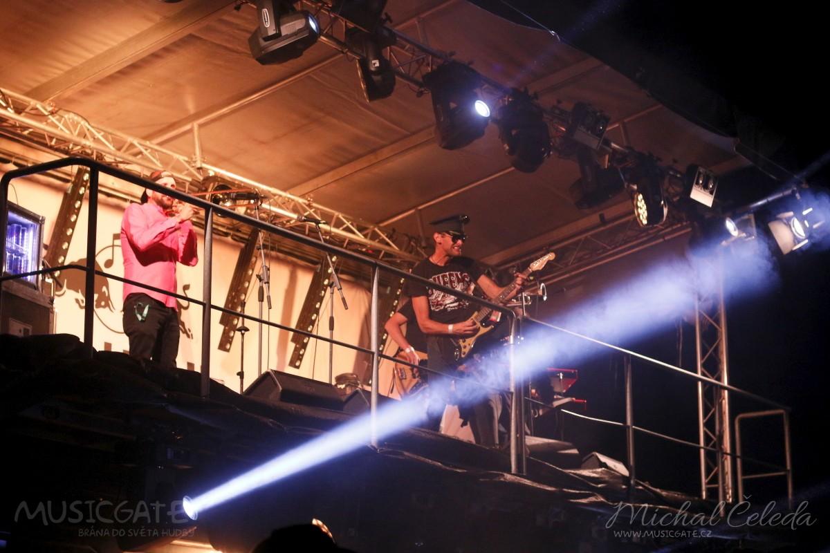 Ve 22:00 ovládne Red Bull stage kapela Fast …