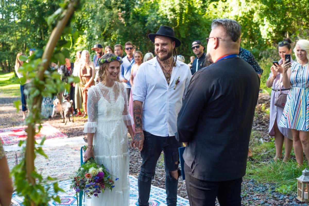 Svatby se kromě rodiny a kamarádů, zúčastnilo …