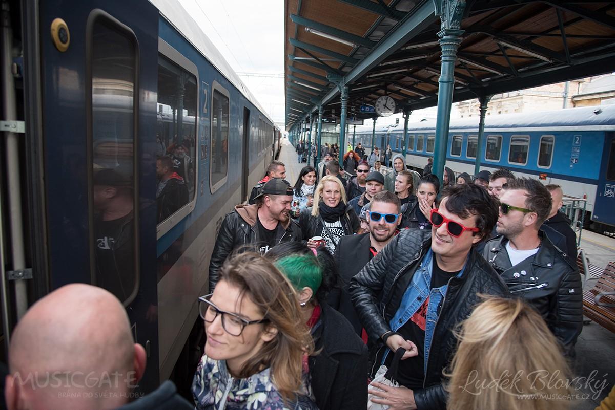Nástup do zpožděného vlaku