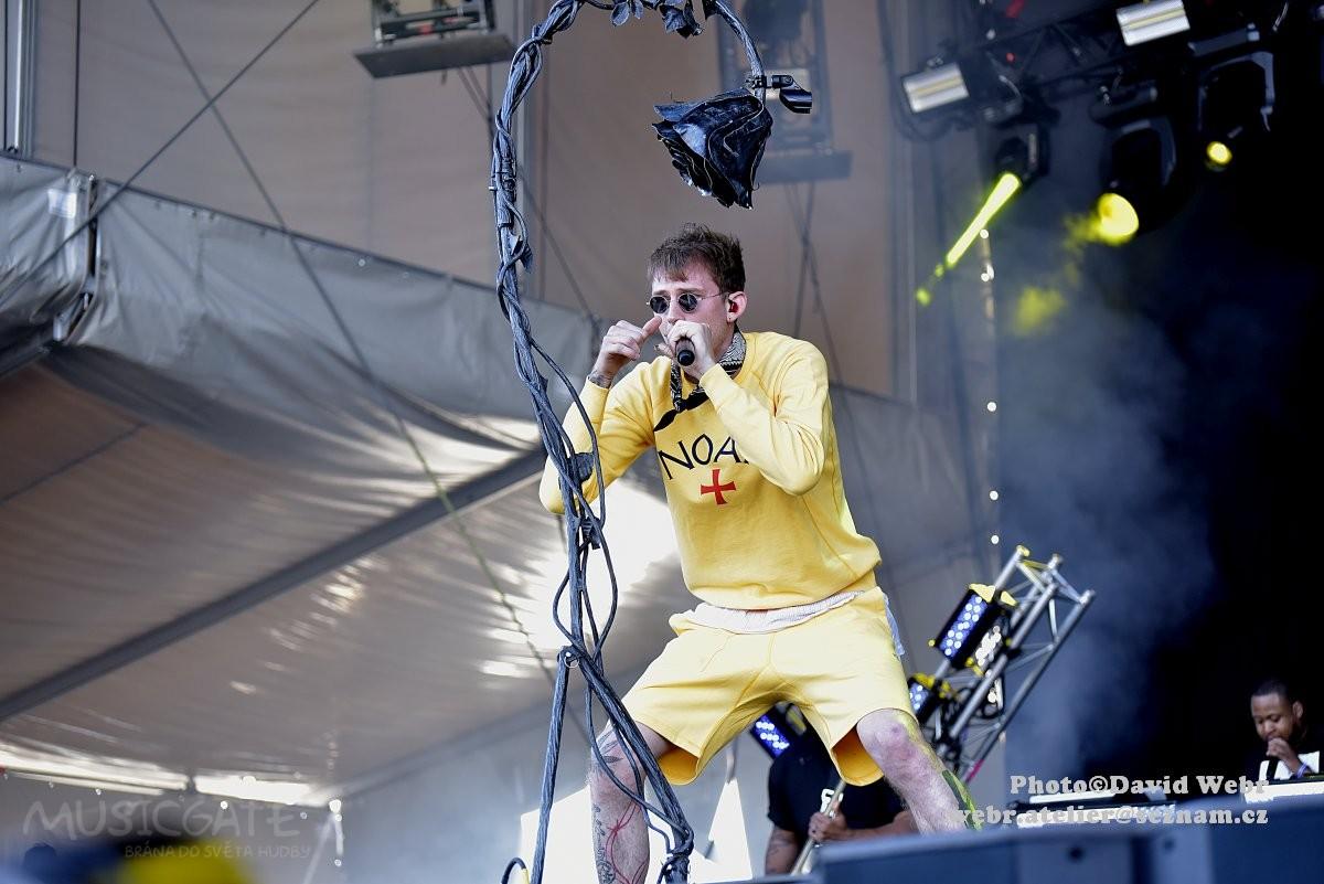 Americký rapper Machine Gun Kelly s rockovou …