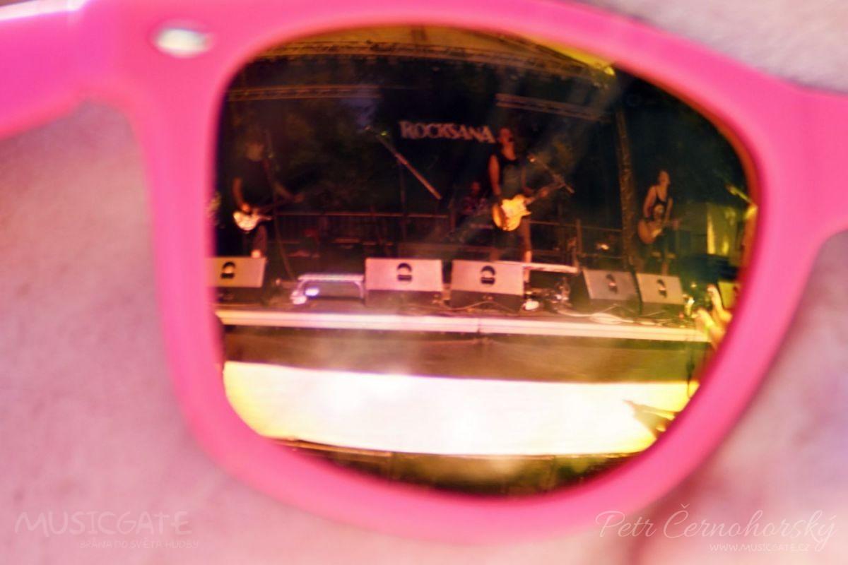 Festival otevřela skupina mladých rockerů …