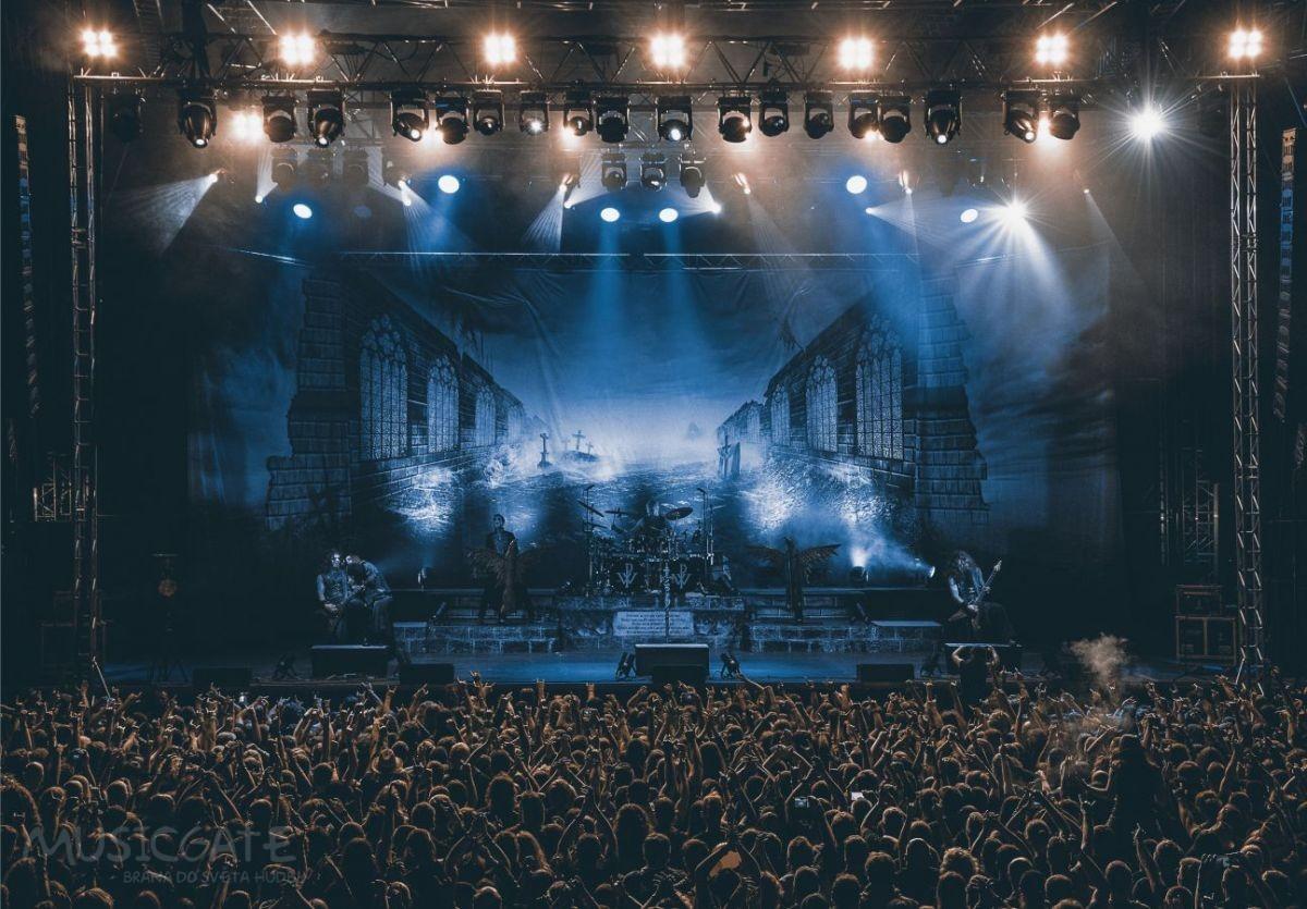 Celou atmosféru, vedle kapel a fanoušků, …
