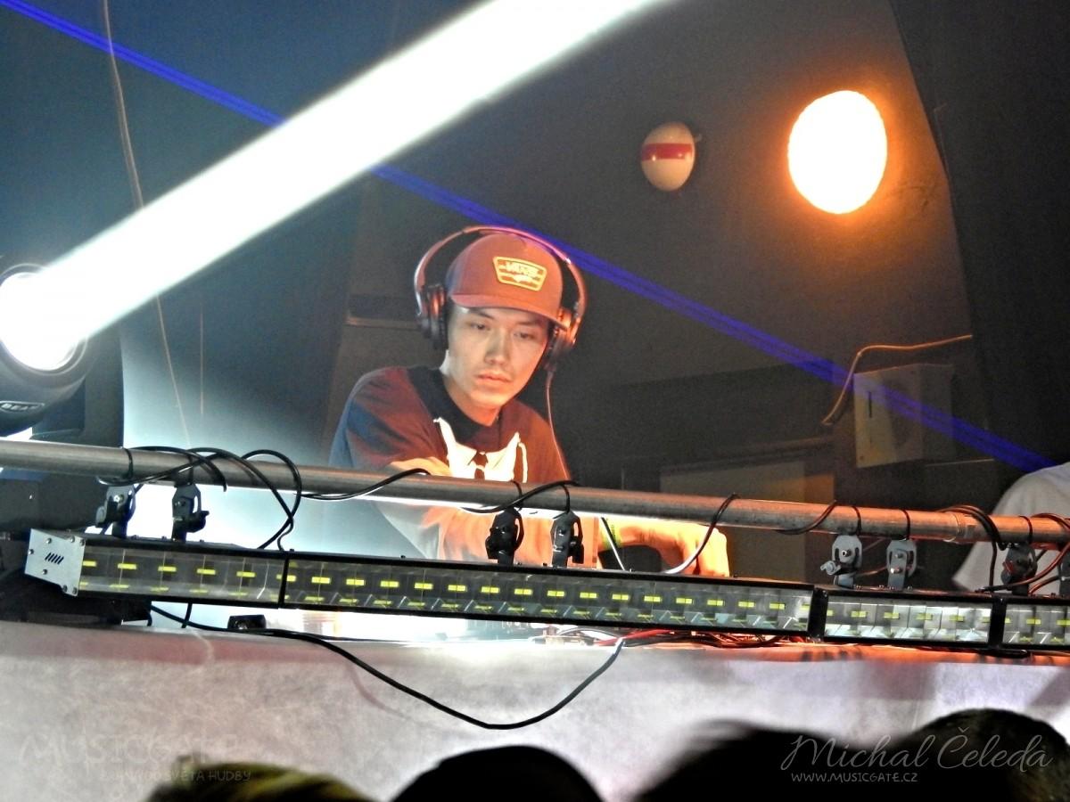 Tutonoc uzavírá poslední DJ dnešního …