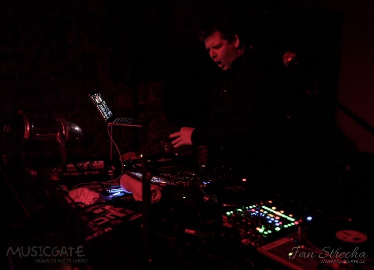 V9 odstartoval celou akci DJ Ro, který …