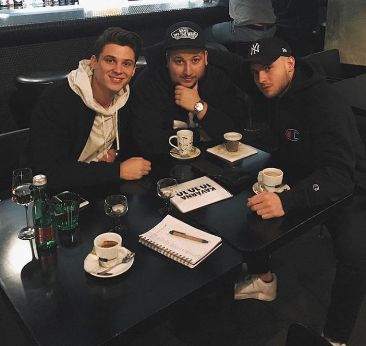 Sebastian, Atmo music a Jakub Děkan jsou tři …