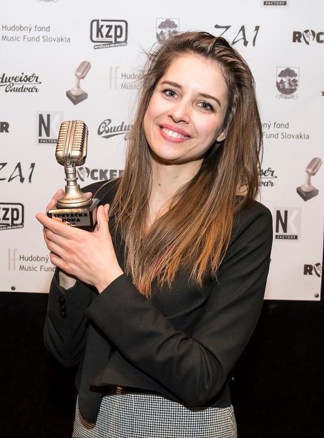 Cenu zpěvačka roku dostala Sima Martausová, …