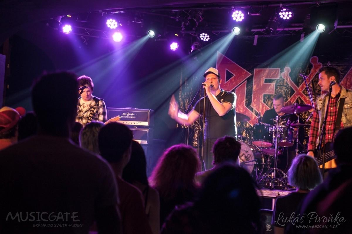 Večer odstartovala pražská punk-rock'n'rolová …