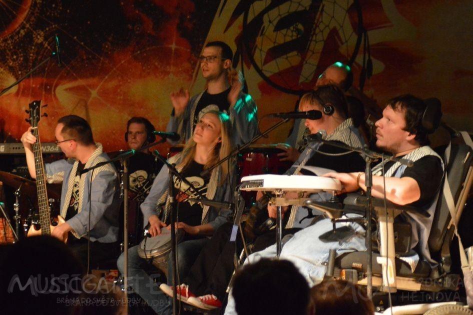 The Tap Tap Tuto kapelu složenou ze studentů …